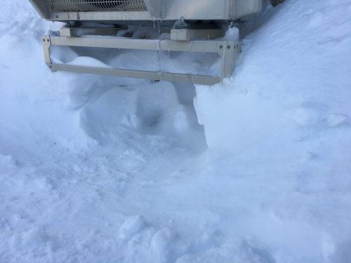 室外機下の除雪