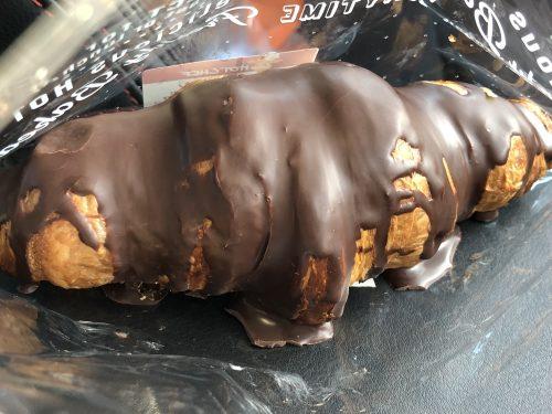 袋から出したセコマのチョコクロワッサン