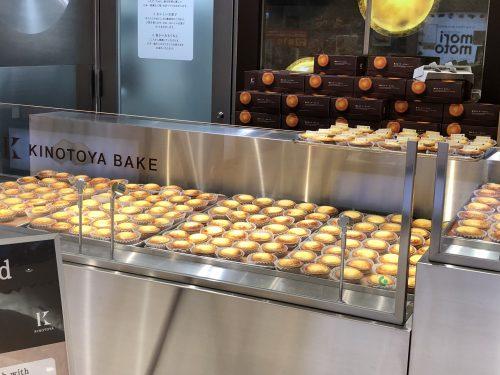 並んだ焼きたてチーズタルト