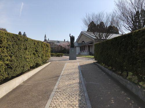 トラピスチヌ修道院に入る