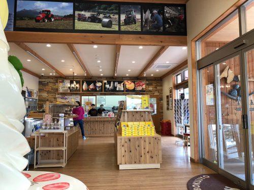 山川牧場ミルクプラントの店内