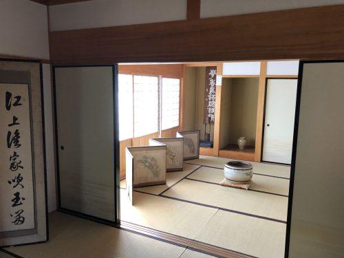 松前藩屋敷の越後屋内部