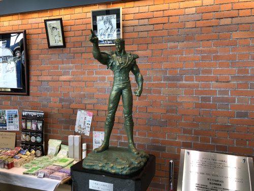北斗の拳のケンシロウの銅像