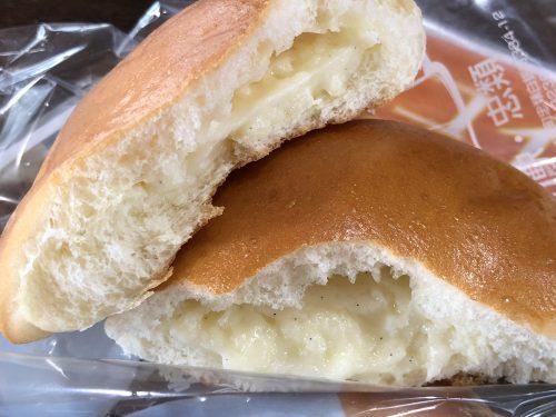 忠類のクリームパンの断面