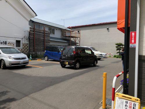 高橋まんじゅう屋の駐車場