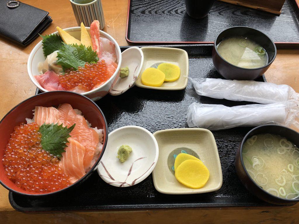 柿崎商店の海鮮丼といとこ丼