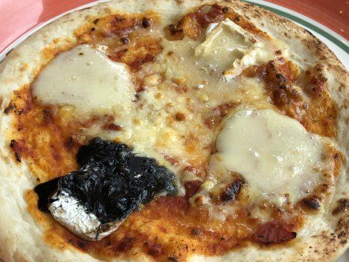 富良野チーズのピザ