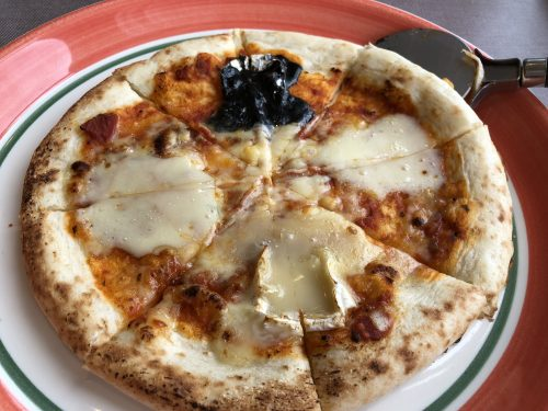 ふらのチーズのピザ