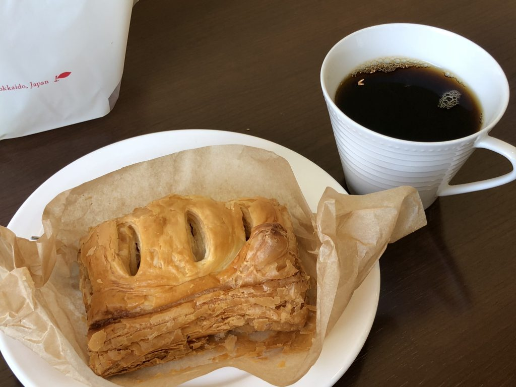 ほんだ砂川本店でコーヒーとアップルパイ