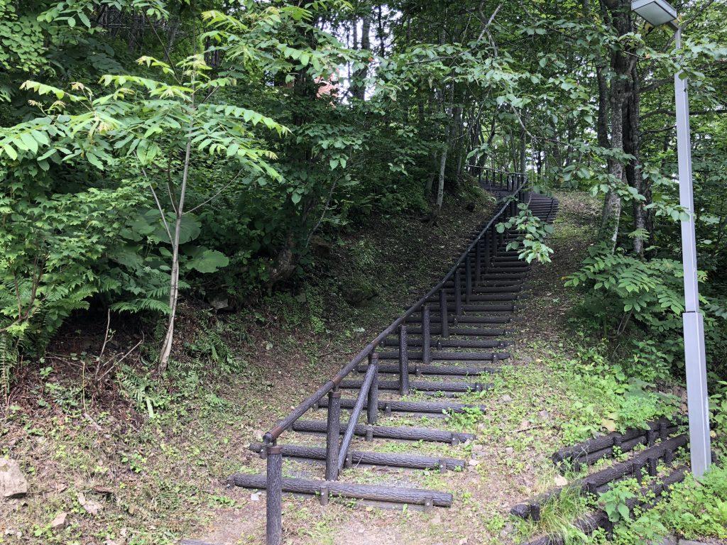 駐車場からサロマ湖展望台に行くための階段