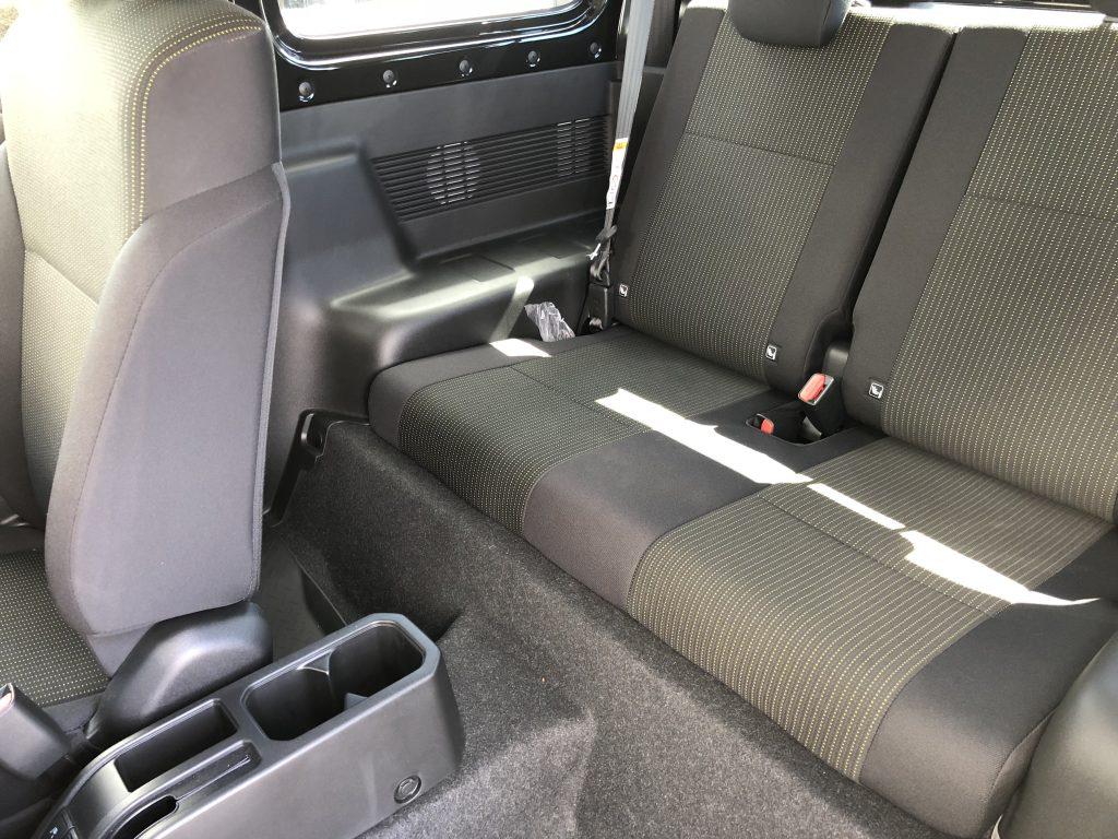 ジムニーの後部座席
