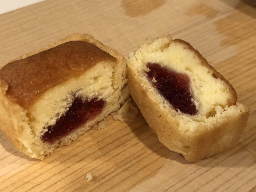 こけももタルトケーキの断面
